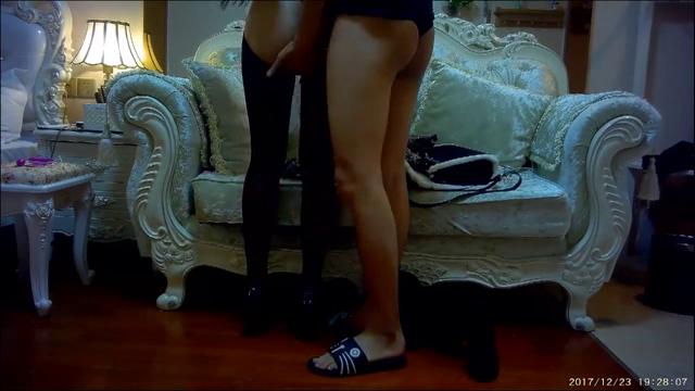 大学网红女神的呻吟露脸开裆黑丝高跟极品诱惑按在沙发上后入爆草