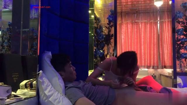 华东某学院财经系妹子小珍与长屌学长酒店啪啪视频和生活照
